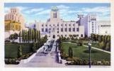 « La Los Angeles Public Library, l'une des bibliothèques les mieux dotées du pays, dont l'imposante architecture inspirée de l'Égypte ancienne n'avait rien à envier à celle du British Museum » (chapitre II)