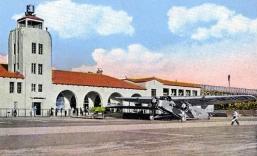 Atterrissage sur la piste du Grand Central Air Terminal, à Glendale