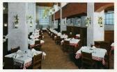 La salle du restaurant Ye Bull Pen Inn, à l'intérieur du Mayflower Hotel, où Singleton et Trelawney prennent leur repas au chapitre IV