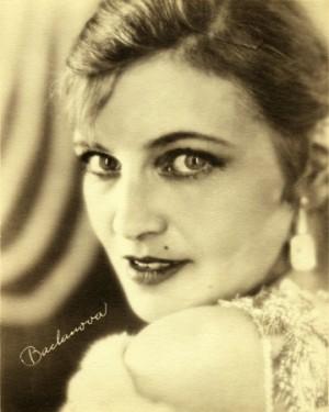 Olga Baclanova, une actrice à la beauté sulfureuse, sorte de Madonna de la fin des années vingt. Pour le sex-appeal, en tout cas…