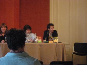 Rencontre avec les lecteurs de la librairie Mollat (Bordeaux) en 2008, quelques semaines après la sortie du «Fantôme de Baker Street» et des «Portes du sommeil». En compagnie de Viviane Moore et d'Emmanuelle Heurtebize, mon éditrice (à l'extrême gauche).