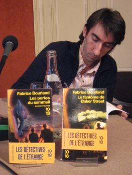 Dédicace à la librairie Mollat (Bordeaux) en 2008, quelques semaines après la sortie du «Fantôme de Baker Street» et des «Portes du sommeil».