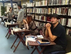 Octobre 2011 dans le cadre du Salon de l'Imaginaire du Pays d'Aix à Lambesc. Claire Mathieu en discussion avec moi, près de Sandy Marty et Vincent Corlay.